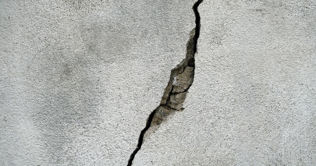 Concrete wall crack