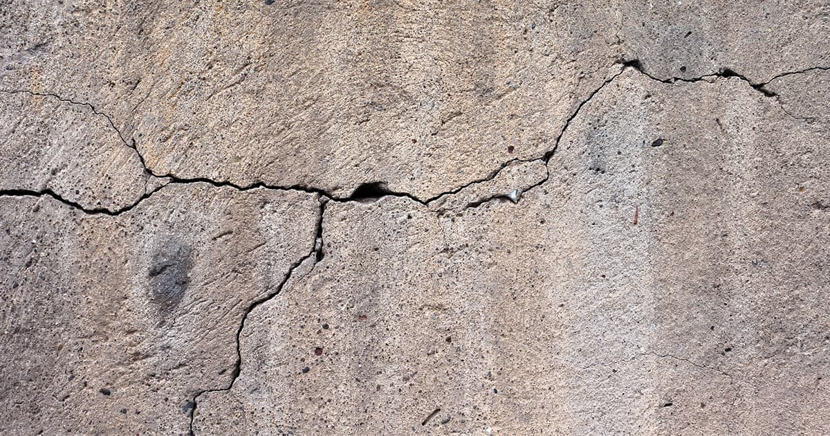 Cracks In Walls How To Figure Out If They Are Serious Team Build Construction